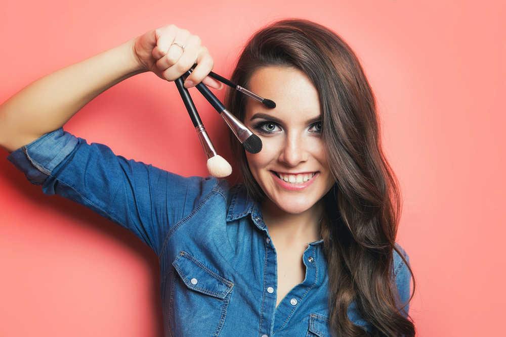 Sigue aumentando el número de gente que usa maquillaje… o que quiere aprender a usarlo